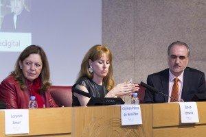 Mª del Carmen Pérez de Armiñán, decana de la Facultad de Ciencias de la Información, Gloria Lomana, directora general de Informativos de Antena 3, y Salvador Molina, presidente de Procom.